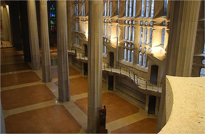 Podłoga korkowa w Bazylice La Sagrada Familia